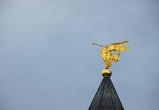 Het uitbazuinen engel Stock Foto