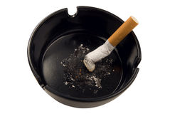 Het uiteinde van de sigaret in asbakje Royalty-vrije Stock Foto's