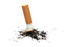 Het uiteinde van de sigaret met as Stock Foto