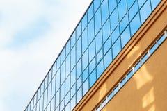 Het uiteinde van een modern gebouw Stock Afbeelding