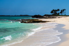 Het Uiteinde van een Tropisch Strand stock afbeeldingen