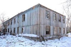 Het uitgezete oude blokhuis stock afbeeldingen