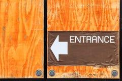 Het uithangbord van ingang op de muur Royalty-vrije Stock Fotografie