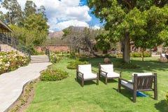 Het uitnodigen Binnenplaats en tuin bij hotel Voor de betere inkomstklasse in Cusco, Zuid-Amerika Stock Afbeelding