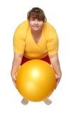 Het uitoefenen van te zware vrouw met bal Royalty-vrije Stock Foto