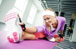 Het uitrekken van de spieren stock foto's