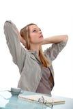 Het uitrekken zich van de vrouw Stock Foto