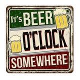 Het is uitstekend roestig het metaalteken van bieruur ergens stock illustratie