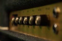 Het uitstekende close-up van de gitaarampère stock fotografie