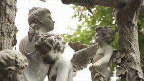 Het uitstekende close-up van het tuinstandbeeld Slaapengel bij de Begraafplaats van La Recoleta in Buenos aires Tuinbeeldhouwwerk stock afbeelding