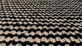 Het uitstekende dak betegelen Stock Foto