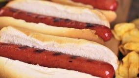 Het Uitstekende etiket van hotdogs stock footage