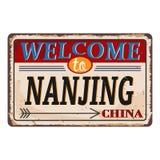 Het uitstekende grungeonthaal aan Nanjing China roestte plaat op witte achtergrond vector illustratie