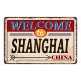Het uitstekende grungeonthaal aan Shanghai China roestte plaat op witte achtergrond royalty-vrije illustratie