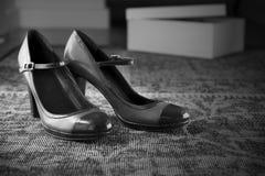 Het uitstekende humeurige zwarte wit van stijlschoenen Royalty-vrije Stock Afbeeldingen