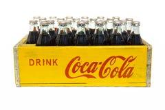Het uitstekende krat van Drankcoca-cola met flessen Royalty-vrije Stock Afbeelding