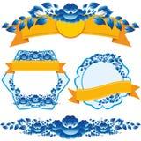 Het uitstekende oranje lint en de blauwe bloemen ontwerpen elementen en paginadecoratie om uw lay-out op te smukken Stock Foto