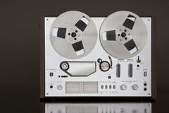 Het uitstekende Reel-to-Reel stereoregistreertoestel van het banddek Stock Foto's