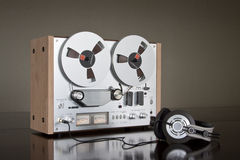 Het uitstekende Reel-to-Reel stereoregistreertoestel van het banddek Stock Afbeeldingen