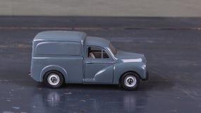 Het uitstekende stuk speelgoed, typische auto van Brits bedrijf voor draagt brood en Stock Foto's