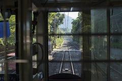 Het uitstekende trein lopen op een landweg Stock Afbeelding