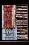 Het uitstekende venster van het smeedijzergeklets Royalty-vrije Stock Fotografie
