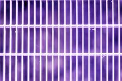 Het ultra purpere rooster van de Staalgrond Roestvrij staaltextuur, achtergrond voor website of mobiele apparaten stock afbeeldingen
