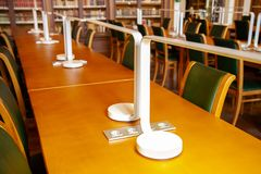 Het universitaire bureau van de Bibliotheekstudent Het concept van het onderwijs stock afbeelding