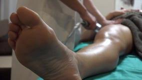 Het vacuümapparaat van de lichaams massager anti-anti-cellulitebehandeling stock footage
