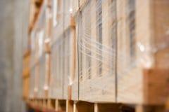 Het vage fabriekspakhuis schort goederen op Stock Afbeeldingen