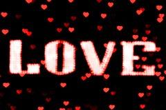 Het vage het teken LEIDENE van de tekst rode LIEFDE neon van Bokeh lichtrood op zachte kleurrijk van het achtergrond bokeh lichte Royalty-vrije Stock Foto's