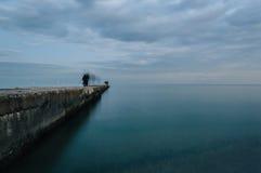 Het vallen van de avond op de Zwarte Zee Stock Foto