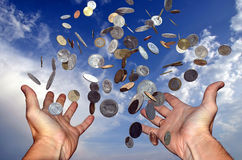 Het vallen van het geld Stock Afbeeldingen