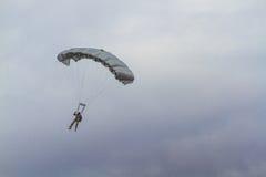 Het valschermteam bij Lucht toont van Turkse Luchtmacht Stock Afbeeldingen