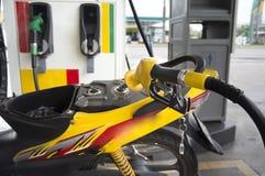 Het van brandstof voorzien van benzine stock afbeelding