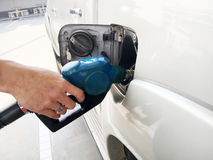 Het van brandstof voorzien van de auto stock fotografie