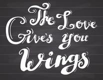 Het van letters voorzien de citaatliefde geeft u vleugels Het hand getrokken motieven romanctic teken van het schets typografisch Stock Foto's