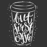 Het van letters voorzien op document koffiekop Het moderne citaat van de kalligrafiestijl over koffie Lett Royalty-vrije Stock Foto's