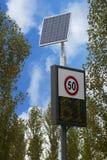 Het van wegwijzers voorzien voor snelheidscontrole Stock Fotografie