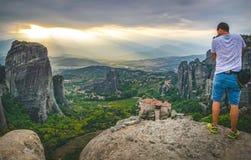 Het vangen van zonsondergang in meteora, Griekenland royalty-vrije stock afbeeldingen