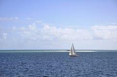 Het varen bij de Bank Fraser Island van het Maanpunt Royalty-vrije Stock Fotografie