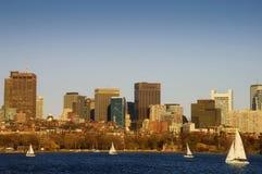 Het varen dichtbij Boston Van de binnenstad Stock Afbeeldingen