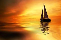 Het varen en zonsondergang Royalty-vrije Stock Foto's