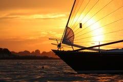Het varen in het Geluid van Salem stock afbeelding