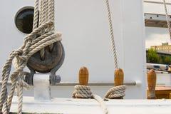Het varen het optuigen van het schip Stock Foto