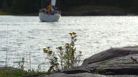 Het varen jachtenmanoeuvre in de Golf van de Oostzee stock video