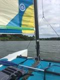 Het varen langs de rivier upstate New York stock afbeeldingen