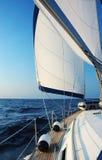 Het varen met wind Royalty-vrije Stock Afbeeldingen