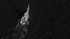 Het varen op de Oceaangolven Royalty-vrije Stock Afbeeldingen