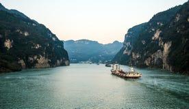 Het varen op de Yangtze-Rivier stock afbeeldingen